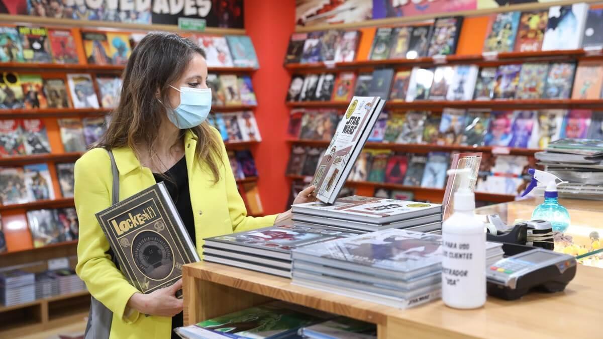 Andrea Levy en una de las librerías que visitó en la jornada de hoy
