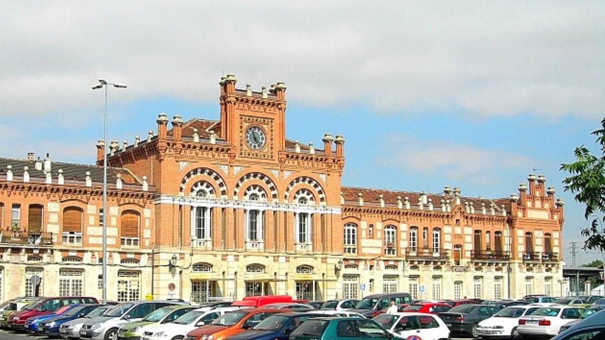 Entrada estación ferrocarril aranjuez